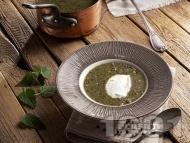 Супа от коприва с лук, моркови и фиде и застройка от кисело мляко и яйце